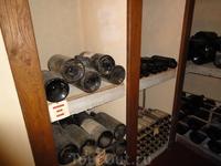 В этом замке сохранилось вино 18 века.
