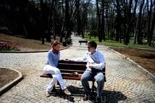 В парке Гюльхане на скамейке