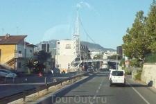 Подъезжаем  к  границе  Италия - Сан-Марино.