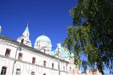 купола храма, на территории монастыря фотографировать запрещено