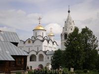 За долгие годы своего существования Покровский собор неоднократно перестраивался, его первоначальный вид был воссоздан в ходе реставрации 1962 года. С ...