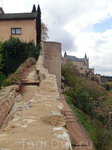 Идем вдоль крепостной стены.