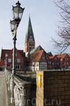 вид с моста на историческую часть города