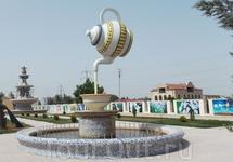 Сюрреалистичный Хачмаз - город недалеко от границы с Россией, сплошной диснейленд.