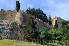 Безусловно, Линдос с его средневековым замком и античным Акрополем, захватывающей дух панорамой достоин визита и внимания любого туриста.