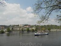 вид  с набережной с правого берега Влтавы