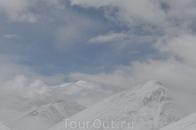 Настоящей жемчужиной Тибета, которая не перестает притягивать миллионы туристов, является одно из трех озер этой горной системы – озеро Намцо (tib. gnam ...