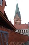 Собор Св. Михаила. Здесь, под руководством известного органиста Георга Бёма, работавшего здесь кантором до самой свое смерти в период 1698-1733 гг., юный ...