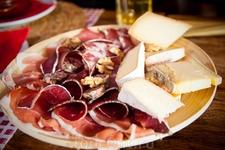 Традиционая сырно - мясная тарелка