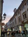 От Пороховых ворот по улице Целетной к сердцу города, на Староместсткую площадь.