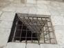 Это такая была тюрьма в те стародавние времена в крепости Дербент.