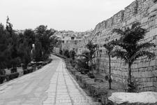 В 1417 году крепость была модернизирована, например была увеличена высота стены на 4 чи…. чи- китайская мера длины равная 1/3 метра. Укреплены западные ворота
