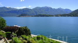 На той стороне видно Беладжио,а за ним начинается &quotсоседний&quotрукав озера Комо.
