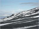 Черное - это лава, белое  -  снег. Время пребывания - август. Просто вчера прошел дождь.