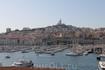 Со смотровой площадки у старого порта открывается красивый вид на гавань и собор Нотр-Дам-де-ля-Гард
