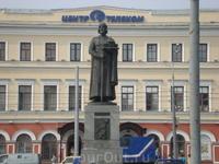 Памятник Я.Мудрому-основателю города.