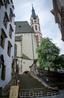 Костел Святого Вита в Крумлове. Сам по себе красив, а еще это цветущее дерево рядом с лестницей. Восторг!
