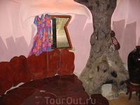 камин в виде термитника - следовательно комната муравей