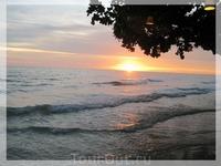 Фантастический закат! Почти все отели острова расположены на западной стороне. Такие романтические моменты на закате обеспечены!