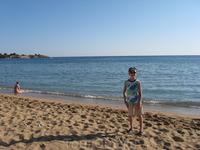 Песчаный пляж в Пефкос.