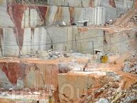 Мраморный карьер - обратите внимание на масштаб - найдите человека и лестницу на фото