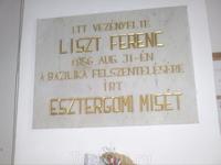 Эстргом. Доска, гласящая, что при освящении храма присутствовал Ф.Лист