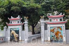 пагода Нгокшон на острове в северной части озера Хоанкьем (Ханой)