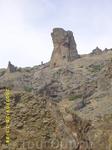 туристам эту скалу обзывают чёртовым капытом...