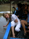На моторной лодке по узким каналам Меконга.