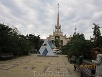 Сочи, площадь у Морского вокзала, часы, отсчитывающие время оставшееся до открытия Олимпийских игр в Сочи 2014