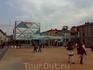 Площадь в конце главной торговой улицы. Названия ни улицы ни площади не помню :)