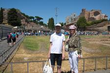 Мы с сыном у развалин древнего Рима