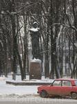Памятник Ф. Волкову на одноименной площади