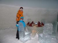 Бар в Ледянном  дворце.Где только салфетки не ледяные.