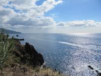 Вид на океан с набережной Фуншала.