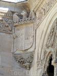 Герб Католических королей, который держит орел. Голова орла, так называемого Águila de San Juan - символ власти и поклонения. Isabel la Católica очень ...