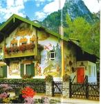 Красочные фасады домов расписаны традиционным методом*Люфтельмалерай*-Представитель фрескового искусства был Франц Сераф Цвинк (1748-1792).Он жил в доме ...