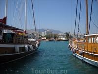 город Кос. Морской транспорт на любой вкус - от фешенебельных яхт до небольших лодочек
