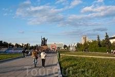 """площадь у театра """"Театр"""""""