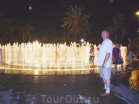 можно освежиться внутри фонтана
