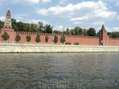 Как замечательно проплывать мимо стен Кремля.