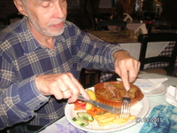 В таверне Hellas; стифадо (говядина с луком)