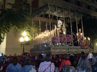Огромные фигуры, которые носят участники процессий в течение года хранятся в церквях и к Пасхе их обновляют, украшают цветами, для фигуры Мадонны шьют ...