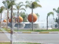 Символ Анталии-золотые апельсины (или мандарины-не помню)