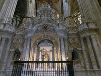 Конечно, собор очень красив, но, если честно, то я не нашла огромных различий между, например, новым собором Саламанки и собором Сеговии. Все очень красиво ...
