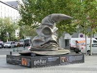 Распределительная шляпа была на площади Колумба.