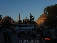воскресенье, жители Стамбула отдыхаю в парках. Мы тоже отдохнули: попробовали местную горячущую лепёшку, попробовали жареных каштанов (я забыла загадать ...