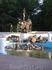 Статуя быка и фонтан.
