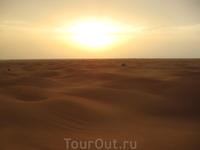 И снова солнышко... и уплывающие вдаль дюны...