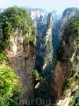 Недоступные высокие вершины покрыты столетними соснами, их еще называют «Обителью богов».